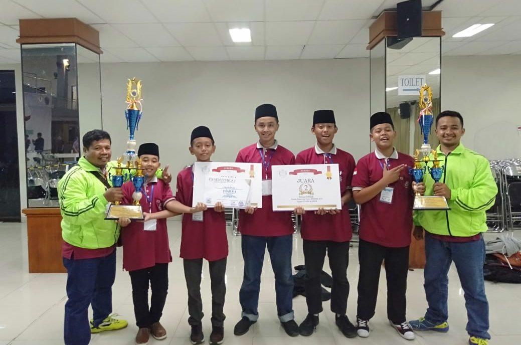 MTsN 3 Tambakberas Jombang Juarai Kompetisi Automatic Robot Race di UMP