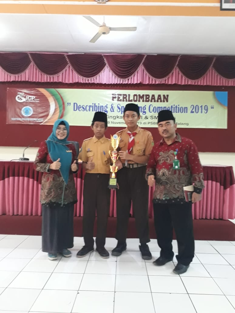 MTsN 3 Jombang Sabet Juara II Describing and Speaking International Class Program