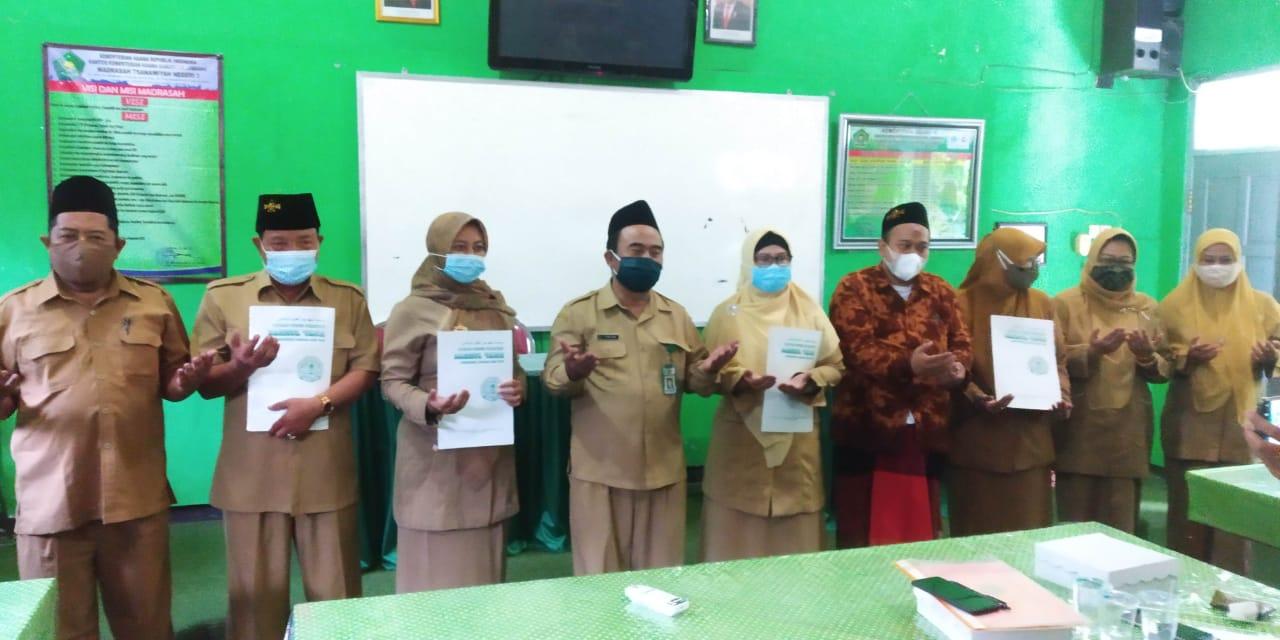 Serah Terima Jabatan Pimpinan (Wakil Kepala MTsN 3 Jombang)